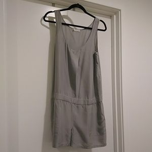 ▫️(EUC) 100% Silk Hinge Grey Romper▫️